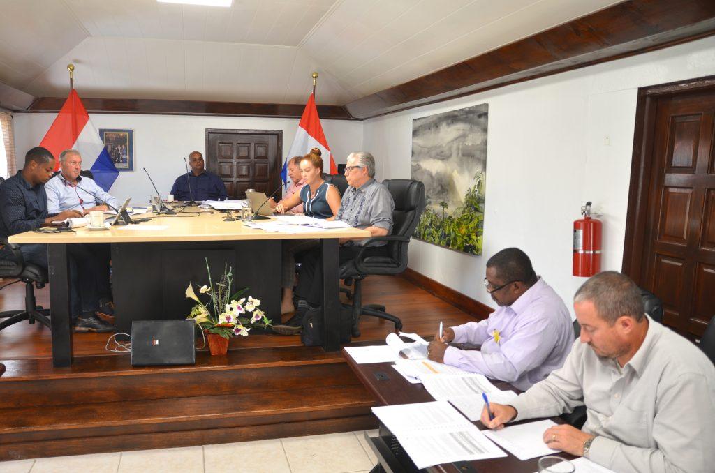 Eilandsraad Saba keurt verordening eenmalig gebruik van plastic goed