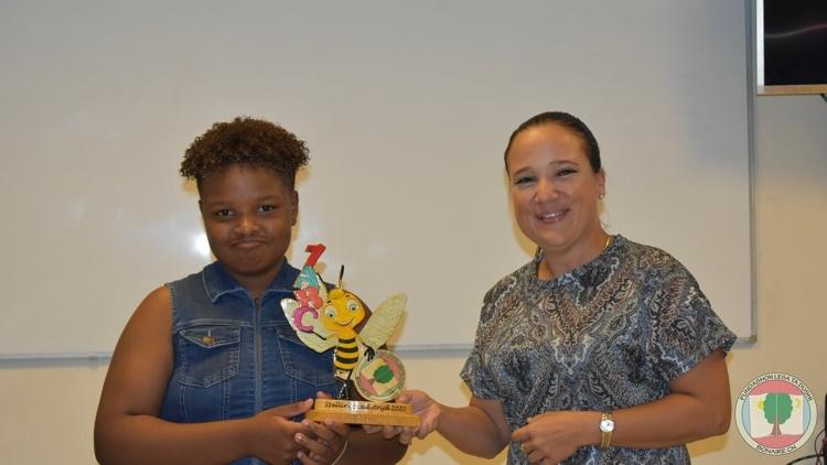 Shurylianne Juliana wint spellingswedstrijd 2020