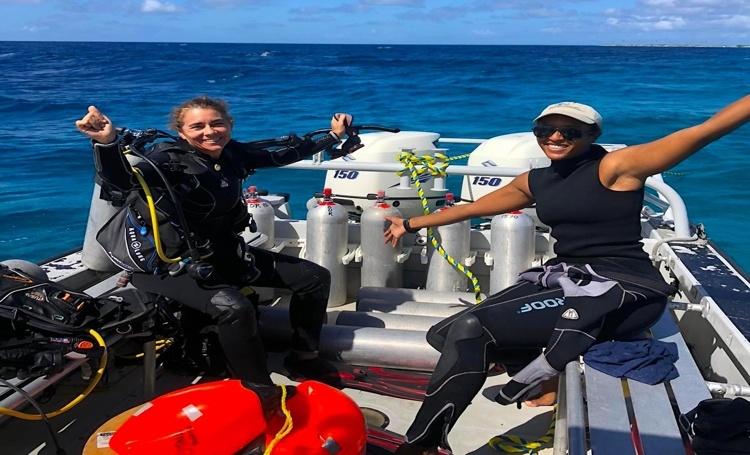 Stinapa installeert hydrofoon in zee