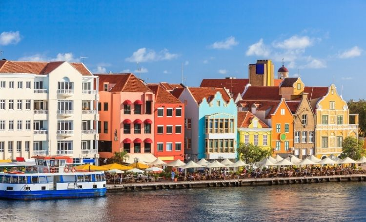 Reizen van Bonaire naar Curaçao en terug, wat zijn de regels en beperkingen?