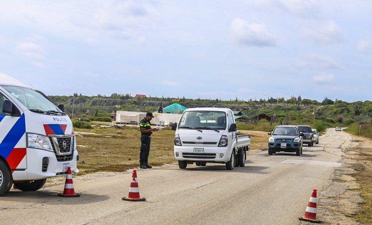 Politie deelt opnieuw veel boetes uit bij verkeerscontroles