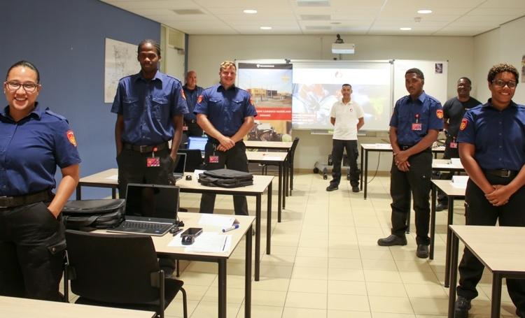 Vijf nieuwe medewerkers van het Brandweerkorps Caribisch Nederland