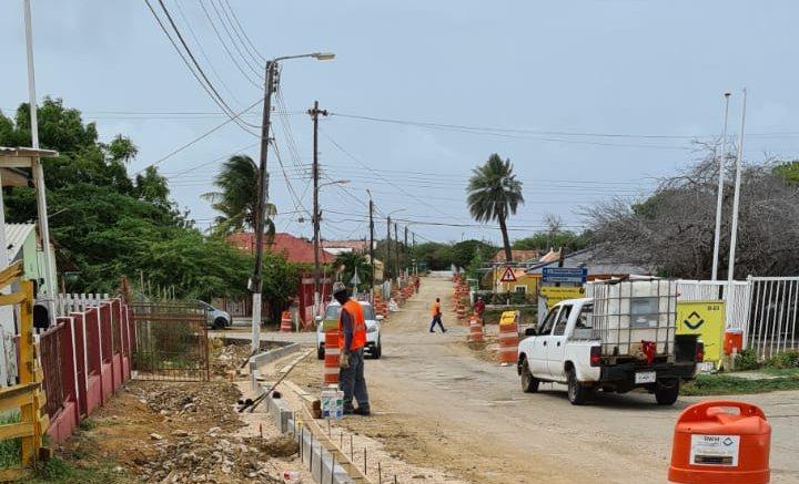 Bonaire gaat meer wegen aanpakken