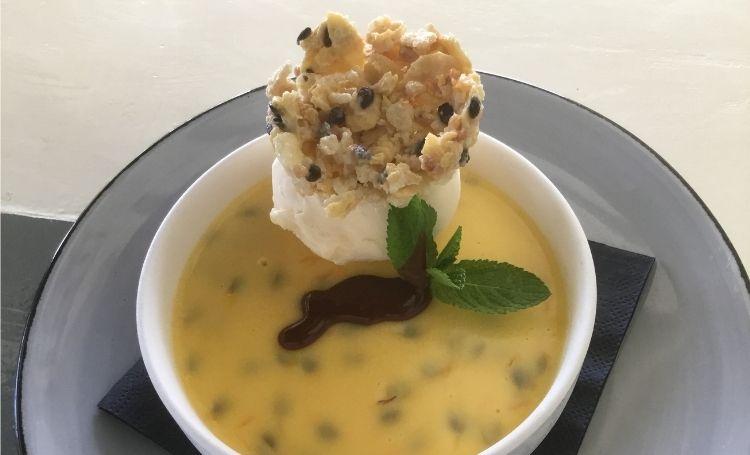 Koken met Corjan: Panna cotta van passievrucht en witte chocolade