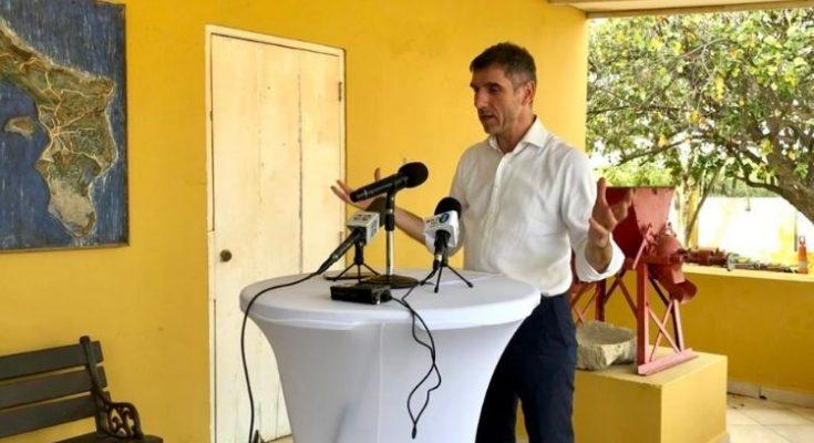 Werkbezoek staatssecretaris Blokhuis op Bonaire in teken van zorg, welzijn en corona
