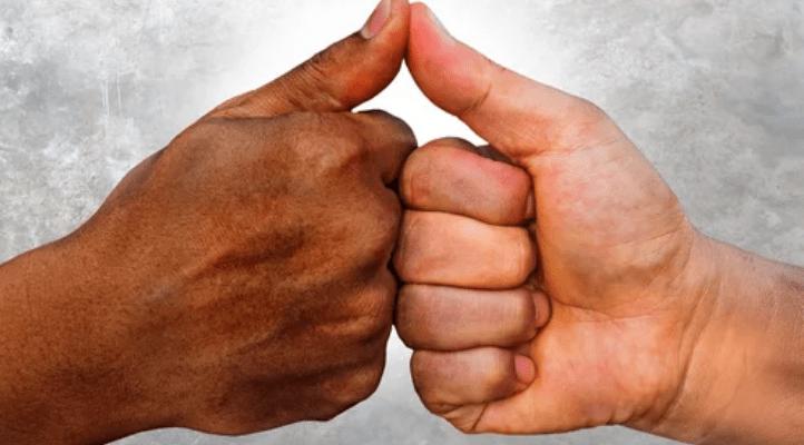 Ook lokale politici maken zich schuldig aan 'knuffelracisme'