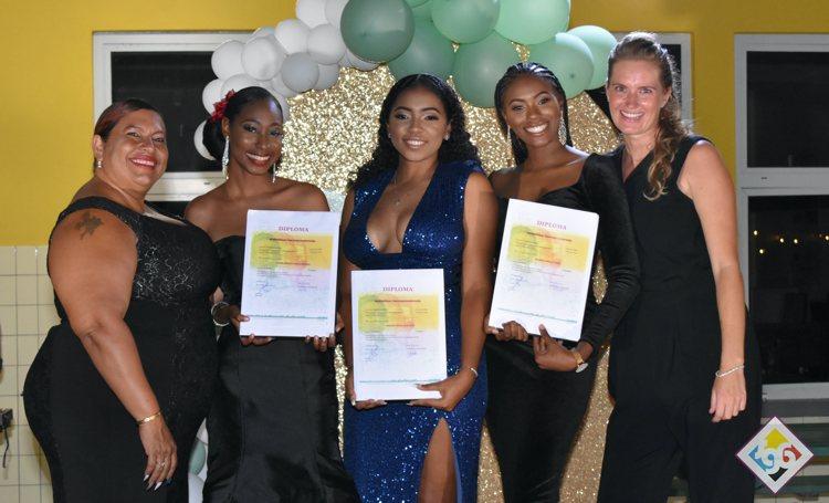 MBO Bonaire reikt 101 diploma's uit