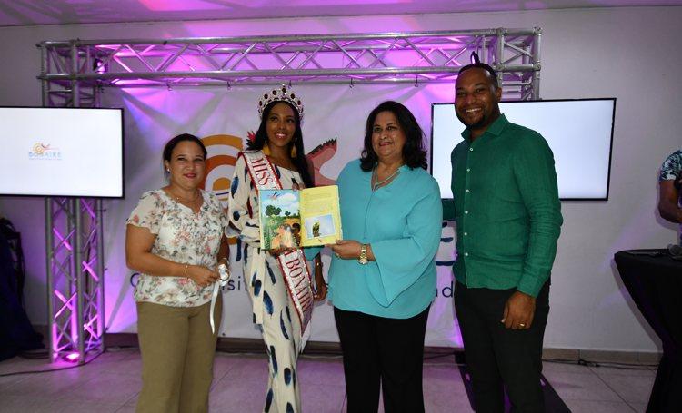 Het derde Toerisme Boek getiteld 'Toerisme op Bonaire, Authentieke Ervaring' is uit