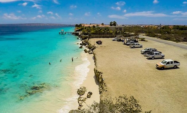 OLB benadrukt dat Bachelor's Beach gratis en openbaar blijft en maakt enkele aanpassingen in plan