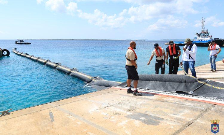 Havendienst traint met partners op een eventuele olieramp