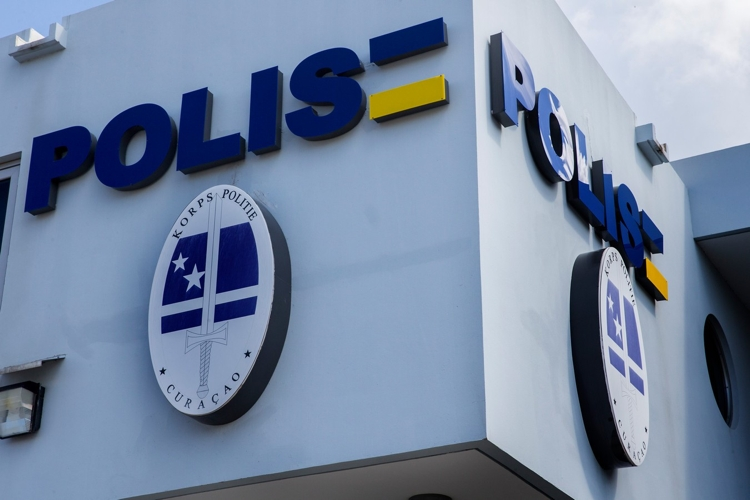 Zes politieagenten op Curaçao  terecht voor valse politie-invallen en diefstal