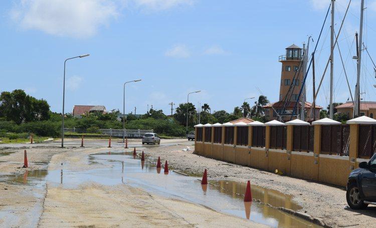 Overheid gaat onderstromen wegdek jachthaven eindelijk aanpakken